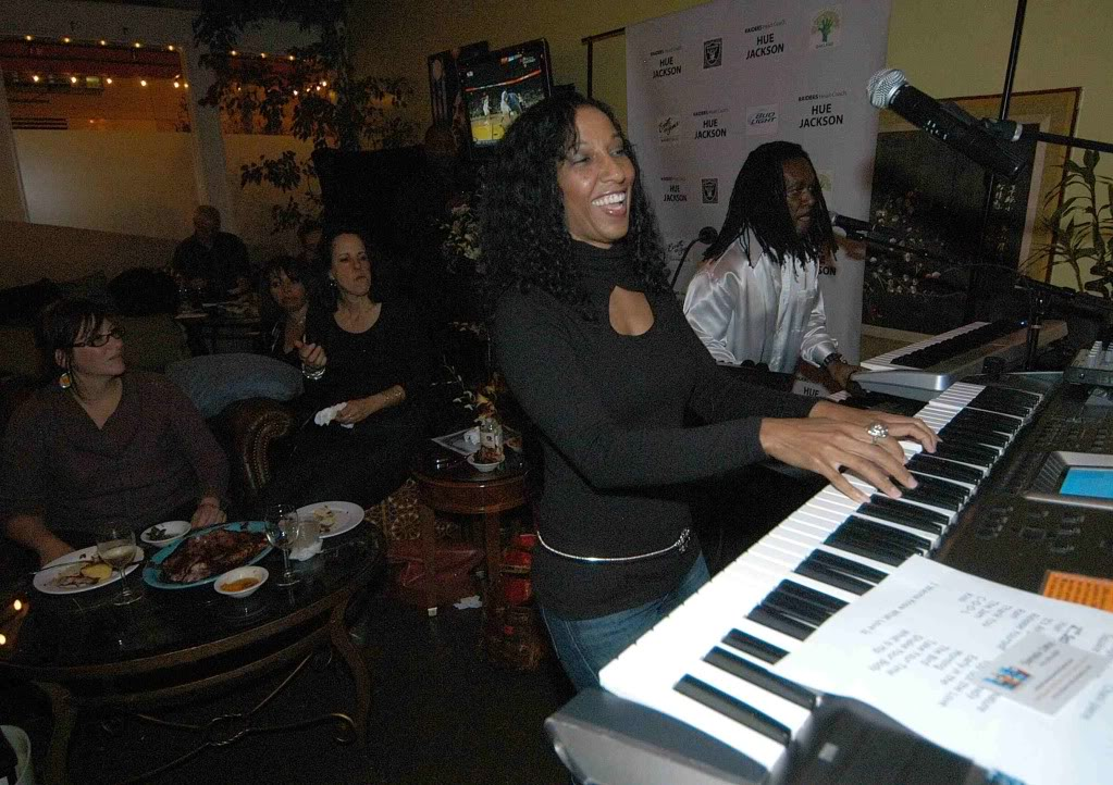 Victoria Theodore on keyboards